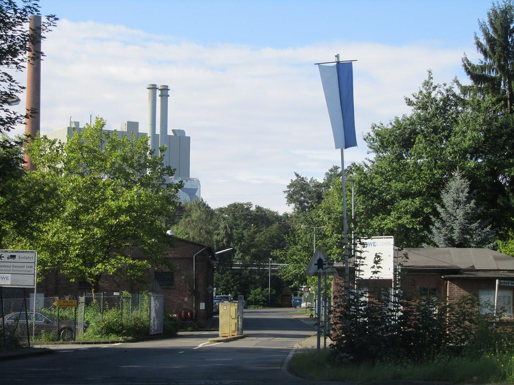 pforte betriebsgebaude und schornsteine der brikettfabrik frechen an der durener strasse